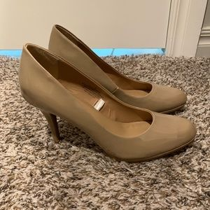 Merona tan patent leather pumps